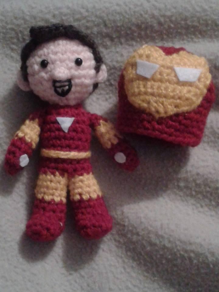 Iron Man amigurumi - patrón gratis | Bonecas de crochê, Dinossauro ... | 960x720
